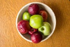 碗苹果从上面 库存图片
