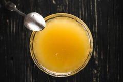 碗蜂蜜 免版税库存照片