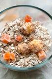 碗谷物和干果子健康的 免版税图库摄影