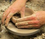 碗陶瓷工投掷 库存照片