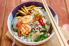 碗面条用虾和猪肉 免版税库存图片
