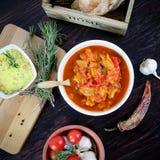碗素食炖煮的食物 免版税图库摄影