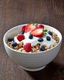 碗muesli和酸奶 免版税库存图片