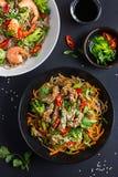 碗soba面条用牛肉和菜 亚洲食物 库存图片