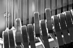 碰撞串的钢琴锤子 免版税库存照片