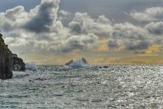 碰撞在凯利,爱尔兰的波浪 库存图片