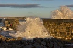 碰撞在Lossiemouth的波浪。 图库摄影