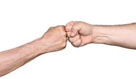 碰撞拳头的两个人 库存照片