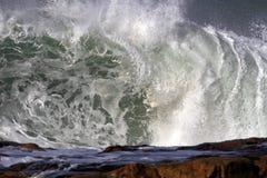 碰撞的大波浪 免版税库存照片