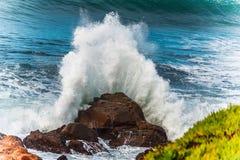 碰撞的波浪和海浪 图库摄影