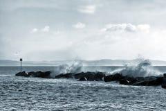碰撞的波浪_莱姆里杰斯 免版税库存照片