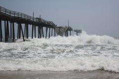 碰撞frisco热带码头的风暴 图库摄影