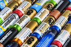 碱性电池行 免版税图库摄影