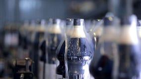 碳酸化合的新饮料的生产的传动机 股票录像