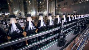 碳酸化合的新饮料的生产的传动机 股票视频