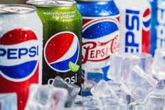 碳酸化合的百事可乐饮料用不同的成套设计时间 免版税库存图片