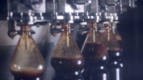 碳酸化合的饮料的生产的自动化的现代传动机 影视素材