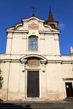 碳酸盐在老教会封锁了砖ital塔的边路 库存照片