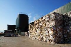 碾碎纸工厂黏浆状物质回收 免版税库存图片