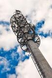 磁单极子电信塔 免版税库存图片