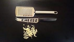 磨丝器乳酪和刀子 图库摄影