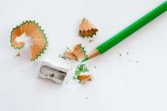 磨削器和绿色木铅笔 免版税图库摄影