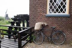 从磨工的自行车 库存照片