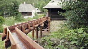 磨工轮子木水轮  历史的中世纪村庄建筑学 影视素材