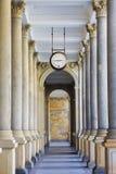 磨房柱廊(Mlynska kolonada)在卡洛维变化,捷克Republi 免版税库存照片