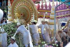 磨擦Bua节日(莲花投掷的节日)在泰国 库存照片