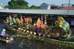 磨擦Bua节日(莲花投掷的节日)在泰国 免版税库存图片