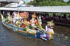 磨擦Bua节日(莲花投掷的节日)在泰国 免版税库存照片