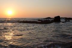 礁石和日落 库存图片