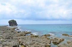 礁石在海洋 免版税库存图片