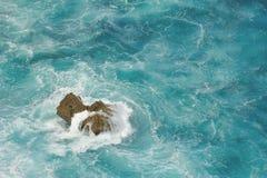 礁石在海 库存照片