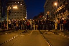 示威者抗议在土耳其领事馆前面在米兰,意大利 免版税库存照片