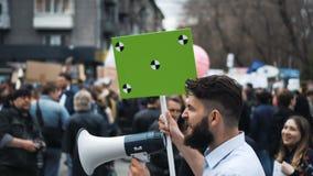 示范的欧洲人民 有横幅的人尖叫入喉舌 股票录像