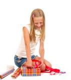 礼品女孩做 免版税图库摄影