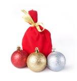 礼品的红色袋子与金丝带 库存照片