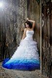 礼服佩带的婚礼妇女年轻人 库存图片