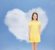 礼服女孩一点微笑的黄色 免版税库存照片
