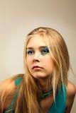 礼服女孩绿色年轻人 免版税图库摄影