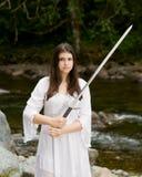 礼服女孩递了剑二个空白年轻人 库存照片