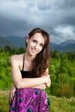 礼服孔雀微笑的妇女 免版税图库摄影