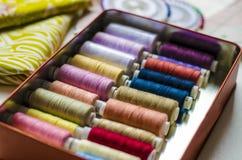 礼服样式准备缝合的衣裳,纺织品区段 免版税图库摄影