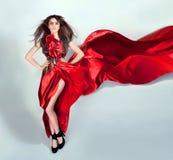 礼服灵活的女孩长期移动红色 库存照片