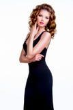 黑礼服的典雅的美丽的妇女 免版税库存图片