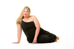 黑礼服的微笑的白肤金发的超重妇女 库存图片