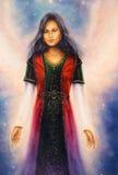 礼服的意想不到的妇女有与星的装饰品的在手和天使上飞过 在空间,星系统背景 免版税库存图片