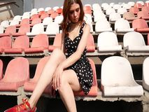 礼服的热的女孩 妇女诱人地表现 影视素材